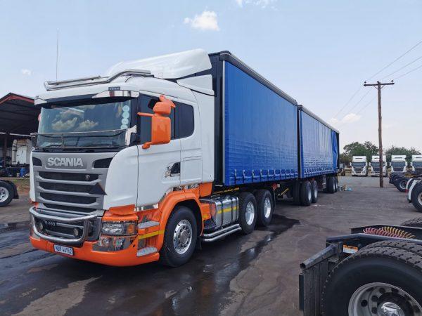 Absolut Cargo - 34 Ton Tautliner Interlink