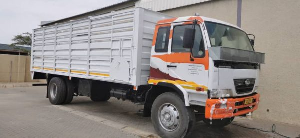 8-ton Cattle Truck